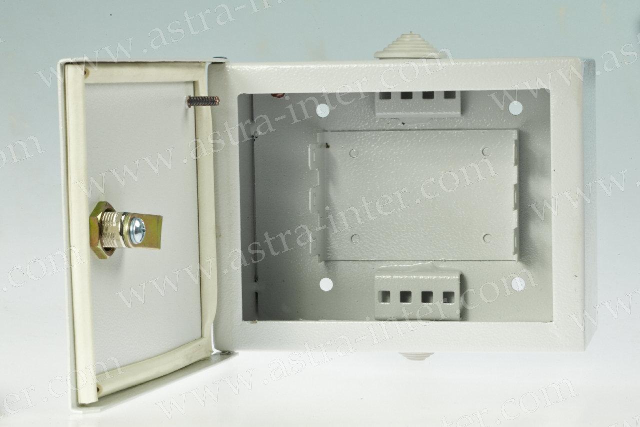9. ШНР-30. Шкаф настенный  под установку 30 плинтов типа KRONE. Металл.